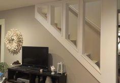 Open Staircase around studs - Keller Schlafzimmer Open Basement Stairs, Open Staircase, Basement Walls, Basement Bedrooms, Basement Ideas, Cozy Basement, Basement Decorating, Rustic Basement, Basement Layout