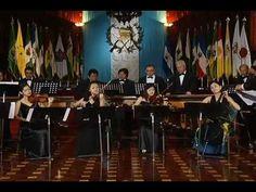 Luna de Xelajú ensamble de cuerdas y marimba