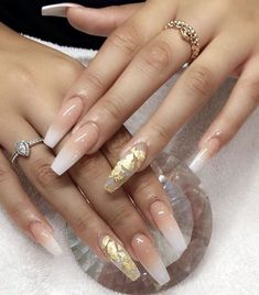 Elegant and Glamorous Wedding Nail Art Designs For Brides Nägel Ideen Licht Elegant and Glamorous Wedding Nail Art Designs For Brides - Page 21 of 22 Cute Nails, Pretty Nails, My Nails, Nails On Fleek, Fancy Nails, Gold Acrylic Nails, Gradient Nails, Gold Coffin Nails, Wedding Acrylic Nails