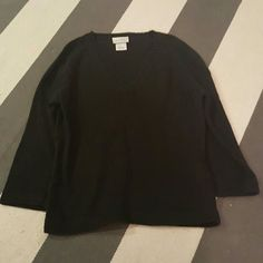 Hennes medium black v meck sweater Size medium No rips tears or stains Sweaters V-Necks