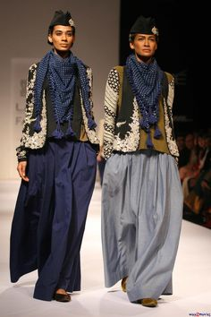 Sabyasachi Mukherjee fashion please repin if you like this picture - follow my pinterest or visit my official blog: http://mutefashion.com/