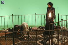Once Upon a Time in Wonderland - Episode 1.09 - Nothing to Fear - Promotional and BTS Photos  (6)