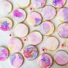 Our NEW watercolor Muse Leggings and Exhale Bra have us feeling inspired in the sweetest way! In honor of this fun fitness launch, we teamed up with Jennifer of Sweet Marie's to teach us how to watercolor paint cookies. Yes, that's a thi. Paint Cookies, Fondant Cookies, Cookie Icing, Royal Icing Cookies, Cupcakes, Cookie Cutters, Fancy Cookies, Valentine Cookies, Iced Cookies