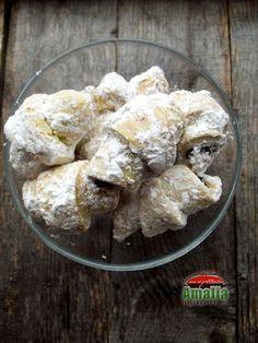 Cornulete fragede cu bere 1 Sweet Recipes, Cake Recipes, Dessert Recipes, Desserts, Food Cakes, Food And Drink, Sweets, Cheese, Breakfast