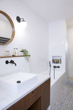 Anne-Sophie absolutely wanted to find the terrazzo of her childhood. Bathroom With Shower And Bath, Wooden Bathroom, Small Bathroom, Terrazzo, Parfait, Modern White Bathroom, Indie Room, Bathroom Collections, Bathroom Interior Design