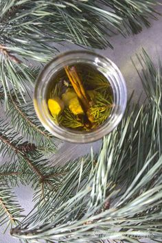 Winter also contributes to your hair and nails to be brittle and thin. Apply 6 drops of essential pine oil into 1 tablespoon of pine infused oil and apply to the thinning spot twice a day. Repeat the process for at least 4 weeks to see results Holistic Remedies, Natural Remedies, Diy Natural Beauty Recipes, Beauty Tips, Severe Cough Remedies, Diy Beauty Tutorials, Pine Oil, All Natural Skin Care, Essential Oil Uses