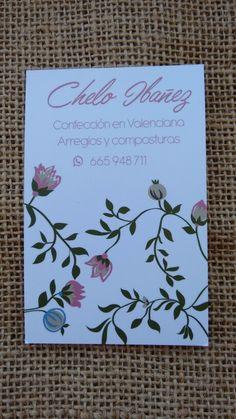 Targeta de visita per a Chelo Ibañez, modista. Decoració basada en un bordat antic. Tarjeta de visita para Chelo Ibañez, modista. Decoración basada en un bordado de una tela antigua.