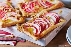 Apfel-Ingwer-Plunder mit Mandelkrokant Bruschetta, Hot Dogs, Mexican, Sweets, Ethnic Recipes, Food, Easy Meals, Food Food, Cooking