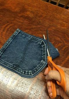 Your old jeans never looked so good. Your old jeans never looked so good. 30 Ways To Use Old Jeans For Brilliant Craft Ideas Casual and Cute Blue-Jean Coasters. These no-sew blue jean coasters are Free and Easy, and get lots of compliments. Kids could ea Jean Crafts, Denim Crafts, Upcycled Crafts, Diy And Crafts, Repurposed, Kids Crafts, Simple Crafts, Zipper Crafts, Upcycled Clothing