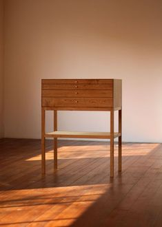 Minimalist cabinet with shallow drawers Minimalist cabinet with shallow drawers Cabinet Furniture, Wooden Furniture, Furniture Projects, Cool Furniture, Furniture Design, Home Decor Paintings, Art Decor, Luxury Homes Interior, Interior Modern