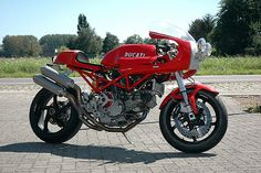RocketGarage Cafe Racer: Red Fox Classic Special Ducati