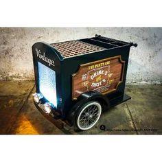 Carreta Mesa De Dulces Postres Pasteles Cupcakes Fondant Pop - $ 100.00 en… Food Truck, Pop 100, Cupcakes Fondant, Food Trolley, Carros Vintage, Beer Bike, Mixology Bar, Food Cart Design, Mobile Restaurant