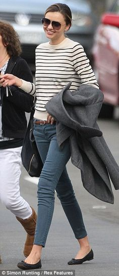 miranda kerr keeping it chic & simple. She looks almost normal apart from the fact she is about 2 sizes smaller than average. but its her job to maintain skinny-ness. ♛Should you require Fashion Styling Advice & More. View & Contact: www.glam-licious.webs.com♛
