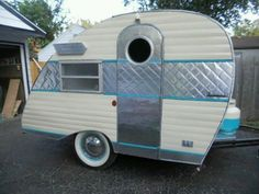 These little trailers are so cute! Camping has reinvented itself and is becom… Retro Caravan, Vintage Campers Trailers, Retro Campers, Vintage Caravans, Camper Trailers, Shasta Trailer, Shasta Camper, Tiny Trailers, Vintage Rv
