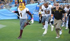 ASU gambling on history with junior college players = TEMPE, Ariz. — When a major college football program signs a large number of junior college players, it often signals a deficiency in recruiting or an effort to shore up a position hit hard by graduation. That's a.....