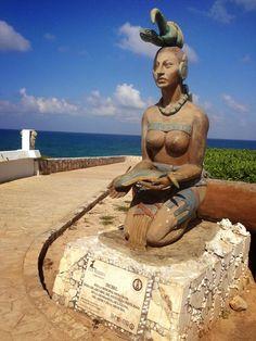 A statue of IxChel, the Goddess of Isla Mujeres, at Punta Sur in Quintana Roo, Mexico by Janna Zinzi Ancient Goddesses, Gods And Goddesses, Selene Greek Mythology, Roman Mythology, Maya Civilization, Nova Era, Mexico Art, Aztec Art, Spiritus