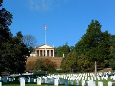 Arlington House, home of General Robert E. Lee, overlooking Arlington  National Cemetery. Wasington, DC