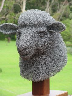 Artist Ivan Lovatt creates amazing sculpture from chicken wire. Incredible detail! (and we all know that I do love me a good lookin' sheep!)