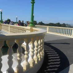 A total of 650 bespoke wooden spindles have been carefully crafted from Accoya for the restoration of the venetian-style Marina Bridge in the English seaside town of Southport.