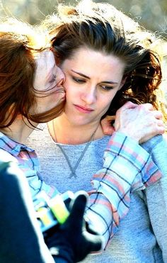 Kristen Stewart and Julianne Moore on set of Still Alice