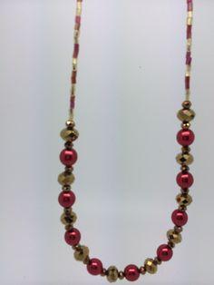 A bit blurry, but another christmas necklace. Christmas Necklace, Homemade Jewelry, Bracelets, How To Make, Fashion, Charm Bracelets, Moda, Bracelet, Fasion