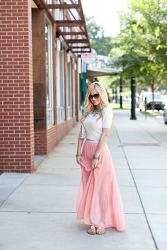 Love Emily Maynard's simple, girly style. I like everything about this outfit, especially the maxi skirt.