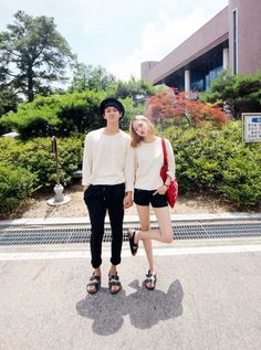 Korean Street Fashion for Couple Outfit Korean Street Fashion, Korea Fashion, Fashion Line, Asian Fashion, Matching Couple Outfits, Matching Couples, Cute Couples, Korean Couple, Ulzzang Couple