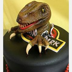 50 Awesome Themed Cakes And Cupcakes. Jurassic Park themed Groom's Cake perhaps? Crazy Cakes, Fancy Cakes, Cute Cakes, Dino Cake, Dinosaur Cake, Dinosaur Birthday, Jurassic World Cake, Jurassic Park, Park Birthday