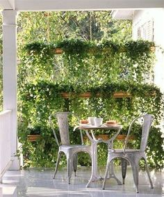DIY Outdoor Screens and Backyard Privacy Ideas Copper gutter garden Martha Stewart shows us how to use rain gutters to create a container garden that doubles as a privacy screen. I searched for this on /images Privacy Screen Outdoor, Backyard Privacy, Backyard Patio, Diy Patio, Tiered Garden, Diy Garden, Garden Pots, Upcycled Garden, Herbs Garden