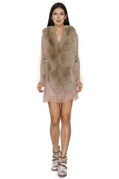 Stunning Vero Milano fox fur sleeveless jacket in a beige shade that will keep you both warm and sexy during the chilly days.