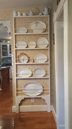 My new plate rail turned out exactly as I hoped! My new plate rail turned out exactly as I hoped! Wooden Plate Rack, Plate Rack Wall, Diy Plate Rack, Plate Shelves, Display Shelves, Plates On Wall, Shelving, Diy Kitchen, Vintage Kitchen