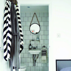 Ideal led bathroom mirror cabinet that will impress you Wall Mirror Makeup, Bathroom Mirror Lights, Lighted Wall Mirror, Bathroom Mirror Cabinet, Mirror Cabinets, Bathroom Sets, Loft Bathroom, Tiny Bathrooms, Mirror Cabinet With Light
