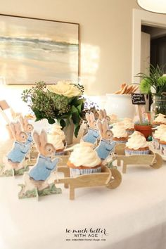 Peter rabbit birthday - A Beatrix Potter Party – Peter rabbit birthday Peter Rabbit Party, Peter Rabbit Cake, Peter Rabbit Nursery, Peter Rabbit Birthday, Bunny Birthday, Peter Rabbit Balloons, Birthday Ideas, Fiesta Baby Shower, Baby Shower Themes