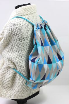 Tutorial: sewing a gym bag Disney Cute, Travel Shirts, Textiles, Disney Trips, Drawstring Backpack, Bucket Bag, Gym Bag, Sewing Projects, Backpacks