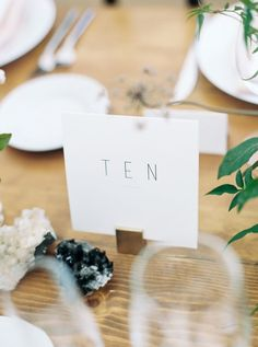 Lush botanical wedding decor via Magnolia Rouge