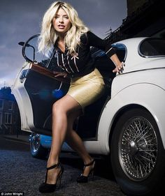 ❤️ How would you rate the sexiness of Holly Willoughby legs?💞 This sexy celebrity legs and many others on Zeman Celeb Legs website! Great Legs, Beautiful Legs, Gorgeous Women, Sugar Baby, Holly Willoughby Legs, Rich Girls, Pin Up, Sexy Legs And Heels, Car Girls