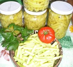 Reteta culinara Fasole pastai pentru iarna din categoria Conserve. Cum sa faci Fasole pastai pentru iarna Canning Pickles, Fermented Foods, Preserving Food, 20 Min, Canning Recipes, Preserves, Potato Salad, Food And Drink, Healthy Recipes