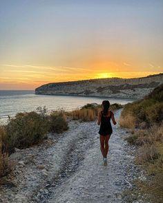 """527 """"Μου αρέσει!"""", 0 σχόλια - Jessica Ventura (@jehlventura) στο Instagram: """"Let's find some beautiful place to get lost ?! #adventure 😂😂 #turistando"""" Limassol, Lost, Celestial, Mountains, Sunset, Nature, Travel, Outdoor, Beautiful"""