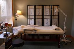 Acupuncture room with shoji screen