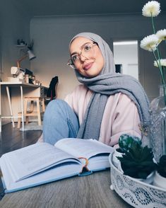 samia🌜🌞🌗 sur Instagram : 😌😌😌😌😌😌 Muslim Fashion, Modest Fashion, Hijab Fashion, Fashion Couple, Girl Fashion, Womens Fashion, Hijab Dress, Hijab Outfit, Muslim Girls