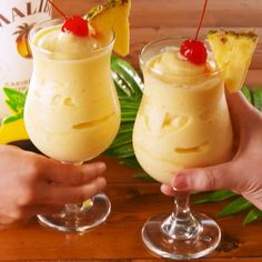 Fantastic Pic Non alcoholic drinks pineapple Concepts, , CAUTION: This Boozy Dole Whip is NOT for the kids ? You wonrrrt have an event without non-alcoholic drinks—but virgin drinks must not be boring. These inventive mocktails entice everyone. Dessert Drinks, Fun Drinks, Yummy Drinks, Healthy Drinks, Yummy Food, Mousse Dessert, Food And Drinks, Beach Drinks, Party Drinks