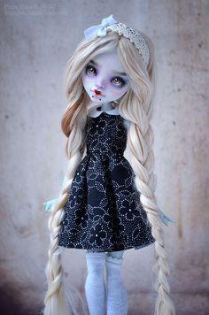 dianna effner porcelain dolls Click Visit link for more details - Caring For Your Collectable Dolls. Custom Monster High Dolls, Monster Dolls, Monster High Repaint, Custom Dolls, Ooak Dolls, Blythe Dolls, Barbie Dolls, Art Dolls, Doll Painting