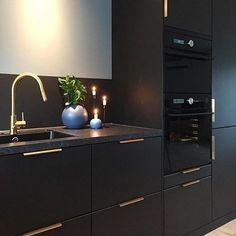 Home Decor Kitchen, Kitchen Furniture, Kitchen Interior, Home Interior Design, Interior Modern, Kitchen Ideas, Black Kitchens, Home Kitchens, Best Online Furniture Stores