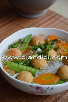 Diah Didi's Kitchen: Sup Bening Bola Bola Tahu Diah Didi Kitchen, Indonesian Food, Cake Cookies, Vegan Recipes, Food And Drink, Menu, Soup, Chicken, Vegetables