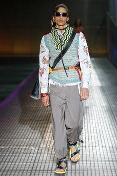 http://www.vogue.com/fashion-shows/spring-2017-menswear/prada/slideshow/collection