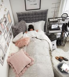 Find the most cozy, modern and luxury dream rooms for women here. Find the most cozy, modern and luxury dream rooms for women here. Cute Girls Bedrooms, Bedroom Girls, Bedroom Design For Teen Girls, Girl Dorm Rooms, Small Teen Bedrooms, Vintage Teen Bedrooms, Small Teen Room, College Bedrooms, Girl College Dorms