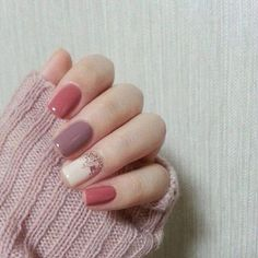 Love this fall nail art in a mixture of pink shades.