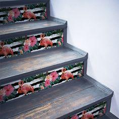 Escaliers tendance Urban Jungle avec papier peint adhésif rayé blanc et noir et jolis flamants roses ! Decoration, Decorative Boxes, Urban, Style, Home Decor, Black Stairs, Pink Flamingos, Exotic, Wall Art