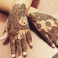 Girls paint their hands and legs with lovely and pretty new mehndi designs. These stunning mehndi designs are perfect for everybody. Henna Hand Designs, Mehndi Designs Finger, Mehndi Designs For Girls, Modern Mehndi Designs, Mehndi Designs For Fingers, Mehndi Design Pictures, Beautiful Mehndi Design, Latest Mehndi Designs, Henna Tattoo Designs