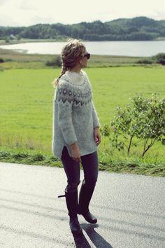 Me Naiset – Blogit | Kalastajan vaimo – Islantilaisneule Knitting Designs, Knitting Projects, Icelandic Sweaters, Fair Isle Knitting, Textiles, Everyday Outfits, Diy Clothes, Knitwear, Knit Crochet